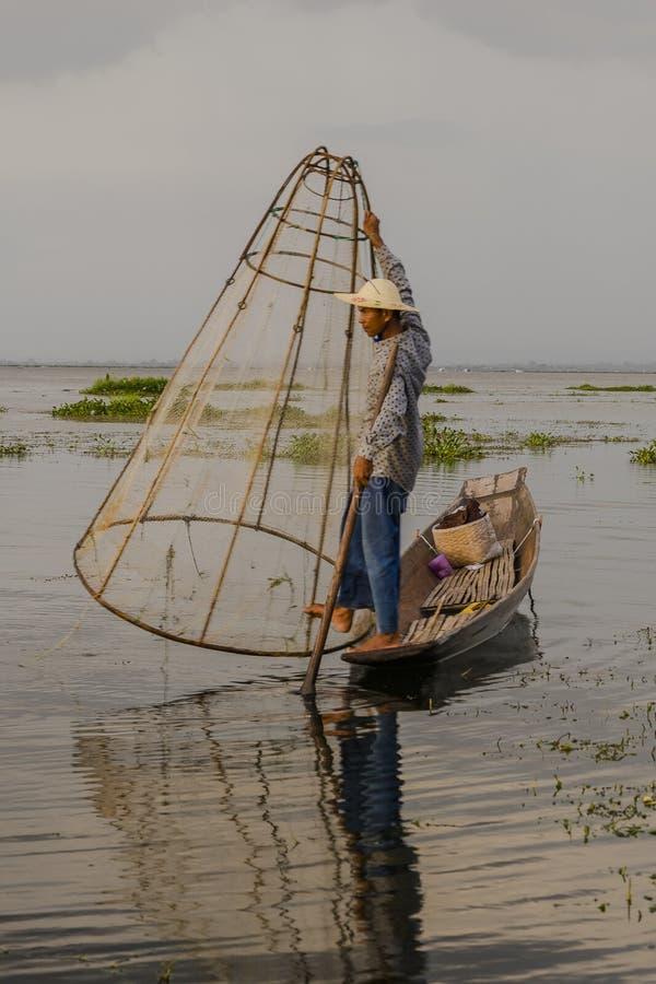 Fiskare på Inle sjön i Myanmar arkivbilder