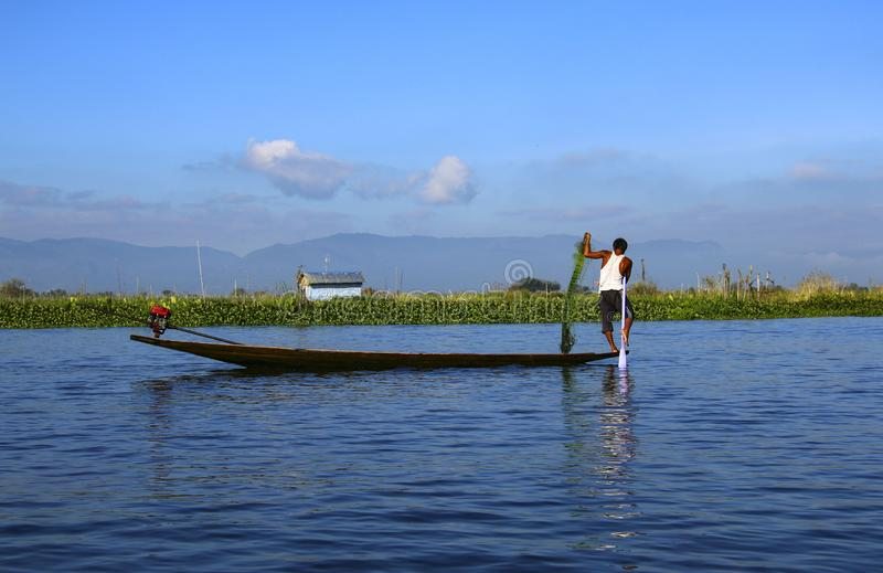 Fiskare på Inle sjön, Myanmar Burma royaltyfri foto