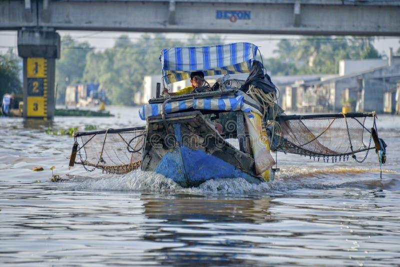 Fiskare på Mekonget River, Vietnam arkivbilder