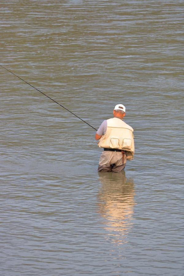 Fiskare Wearing Hip Waders arkivfoton