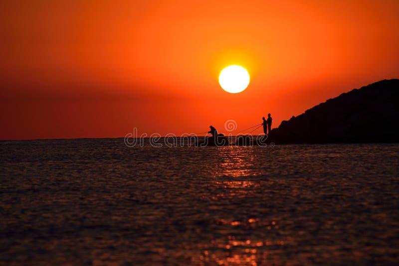 Fiskarekontur på soluppgång royaltyfri fotografi