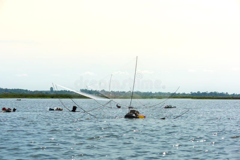 Fiskarens by i Thailand med ett antal fiska hjälpmedel kallade royaltyfri fotografi