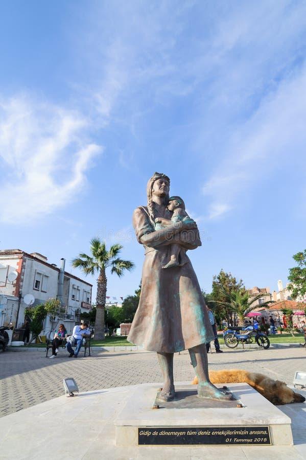 Fiskares fruskulptur i den Cunda Alibey ön, Ayvalik Balikesir Turkiet Skulptur rest upp fo royaltyfri fotografi
