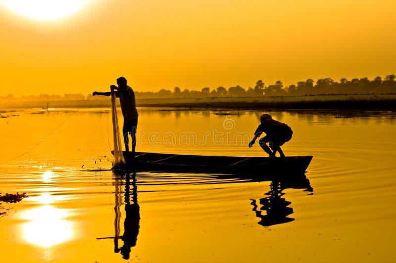 fiskaresilhouette royaltyfri foto