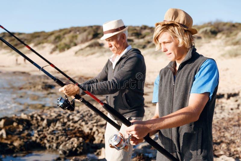 Download Fiske För Hög Man Med Hans Sonson Fotografering för Bildbyråer - Bild av familj, lyckligt: 78731727