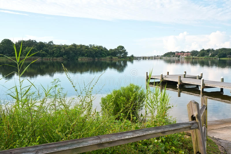 Fiske Pier Early Morning Bayou royaltyfria bilder