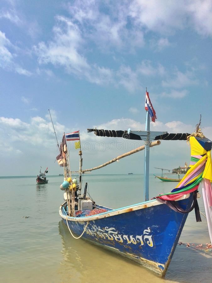 Fiskebåt i havet royaltyfri fotografi