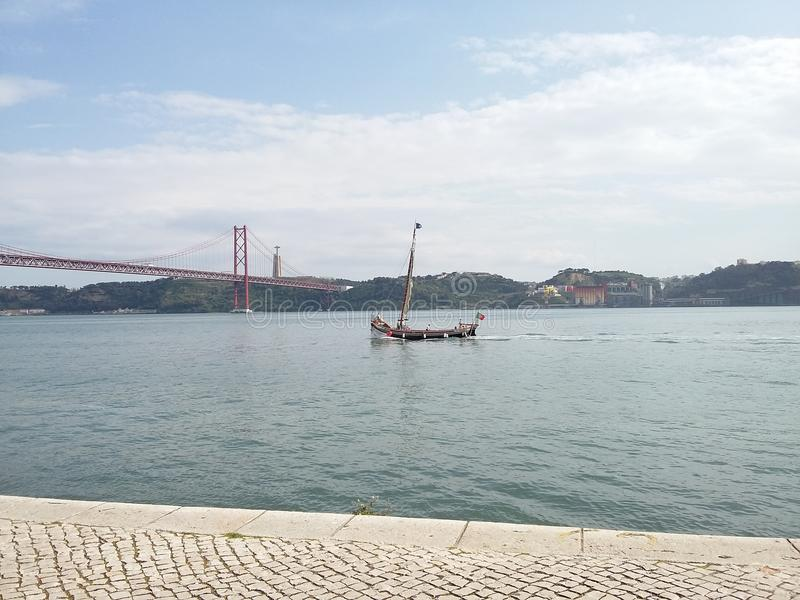 Fiskebåt Lissabon royaltyfria foton