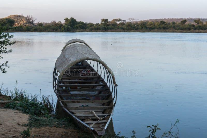 Fiskebåt på Nigeret River, Niger royaltyfri bild