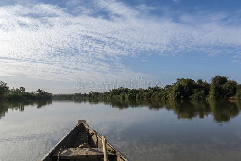 Fiskebåt på Nigeret River, Niger arkivbild
