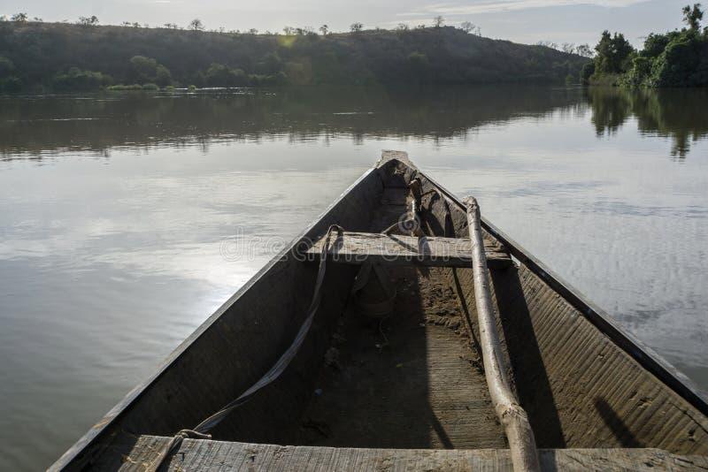Fiskebåt på Nigeret River, Niger arkivfoton