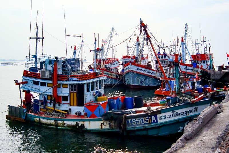 Fiskebåt som förtöjas på skeppsdockan royaltyfri fotografi