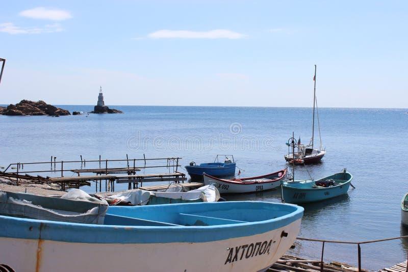 Fiskebåtar i Ahtopol, sydliga Black Sea royaltyfri fotografi