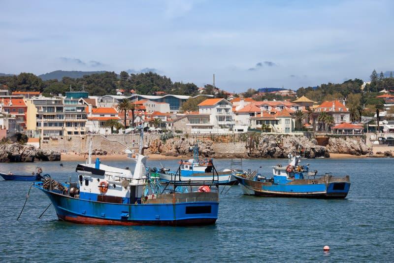 Fiskebåtar i Cascais royaltyfri fotografi