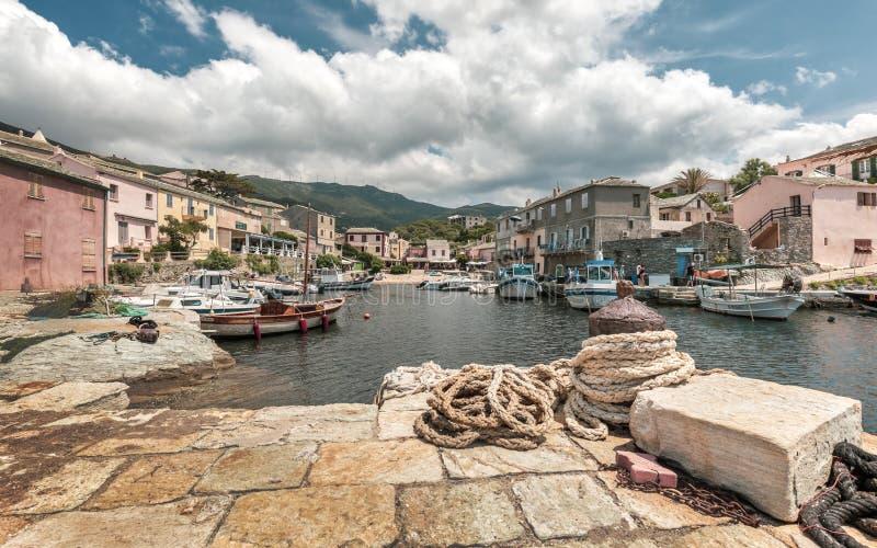 Fiskebåtar i hamnen på Centuri i Korsika royaltyfri fotografi