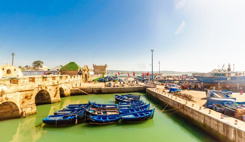 Fiskebåtar i porten av Essaouira arkivbild