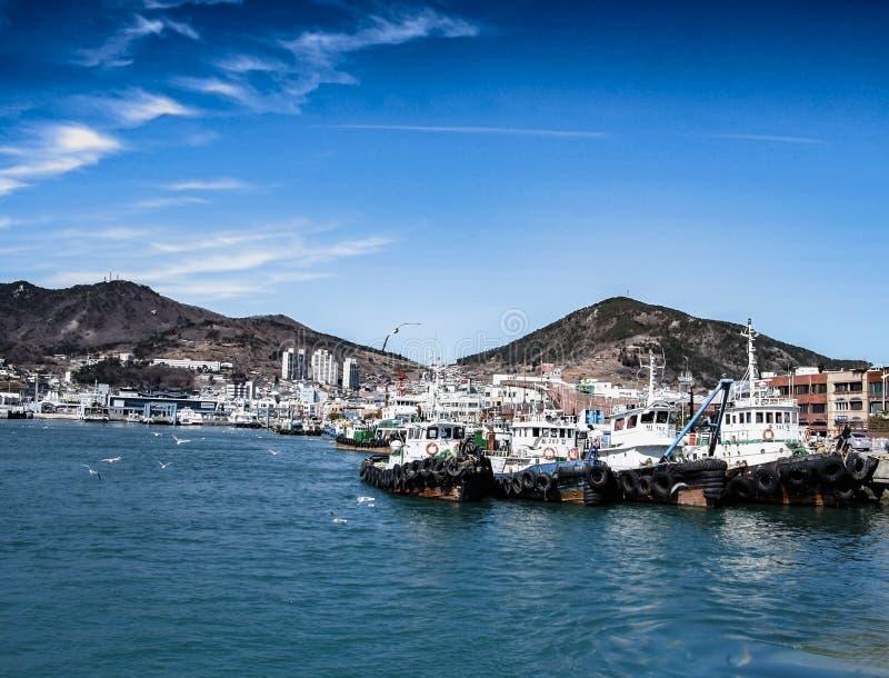 Fiskebåtar i Yeosu royaltyfria foton