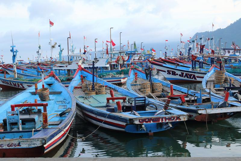 Fiskebåtar Prigi, East Java, Indonesien royaltyfria bilder
