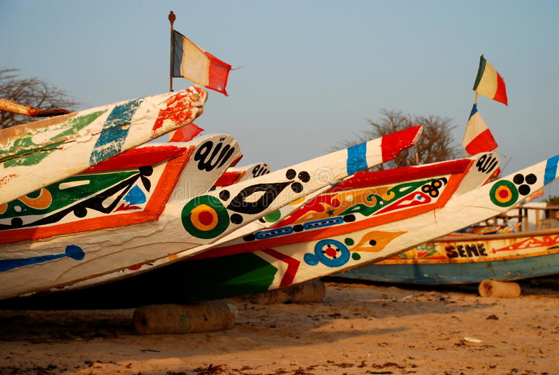Fiskebåtar. Saly Senegal royaltyfria bilder