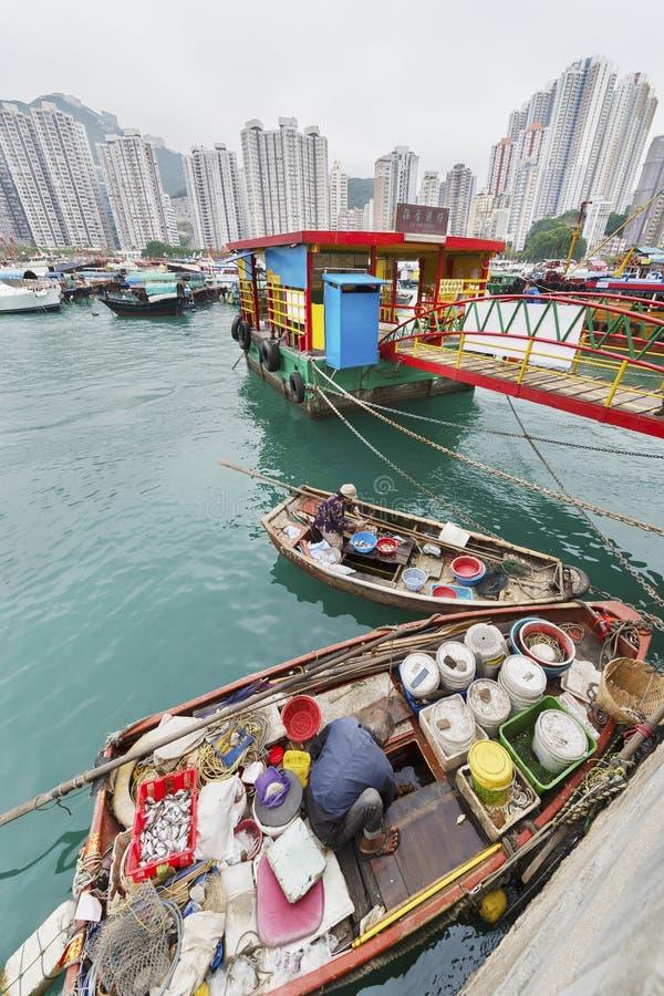 Fiskeläge Aberdeen i Hong Kong arkivbilder