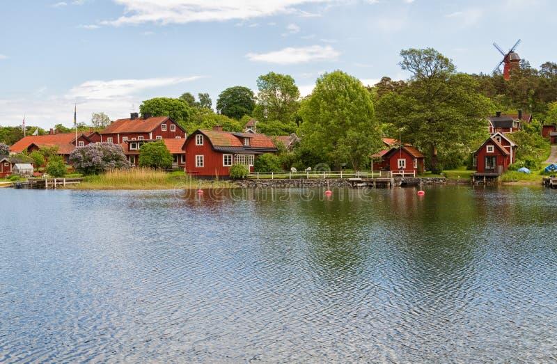 Fiskeläge i den Stockholm skärgården. royaltyfri foto