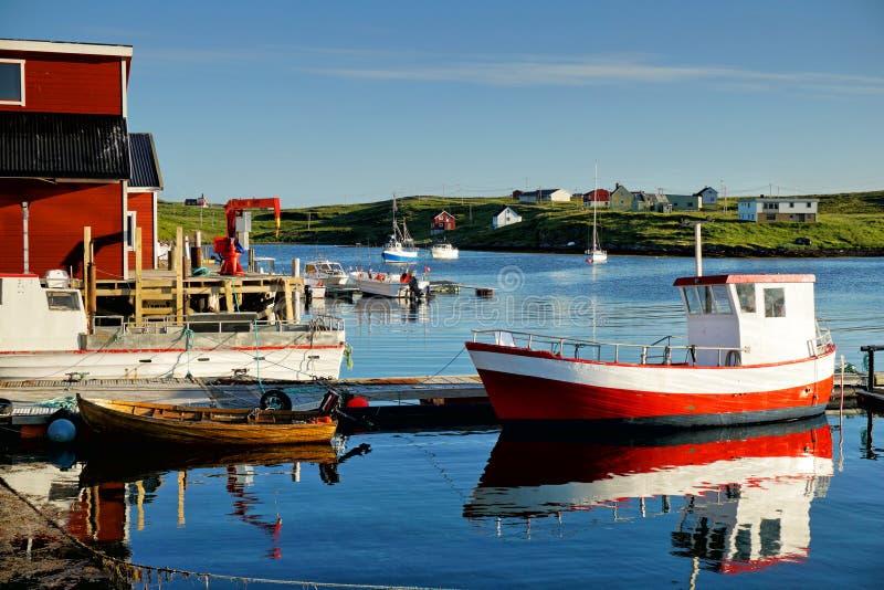 Fiskeläge i Norge royaltyfri bild