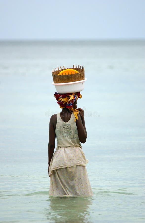 fiskemosambiquekvinnor royaltyfri fotografi
