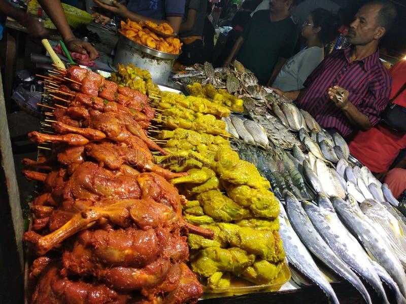 Fisken shoppar ar-marknaden för fiskvänner royaltyfri fotografi