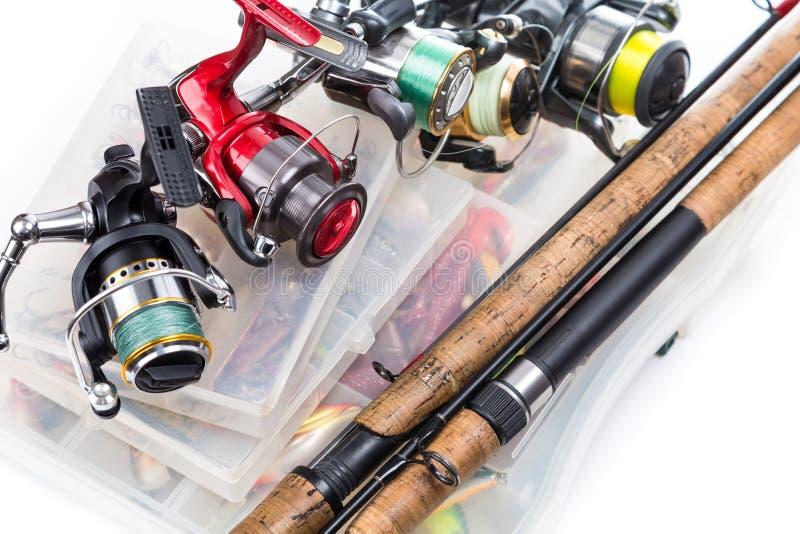 Fiskerullar och stänger på lagringsaskar royaltyfri foto