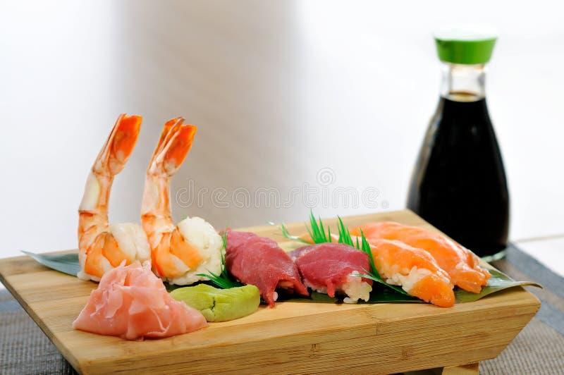 Fiskkött med wasabi och soya royaltyfri foto