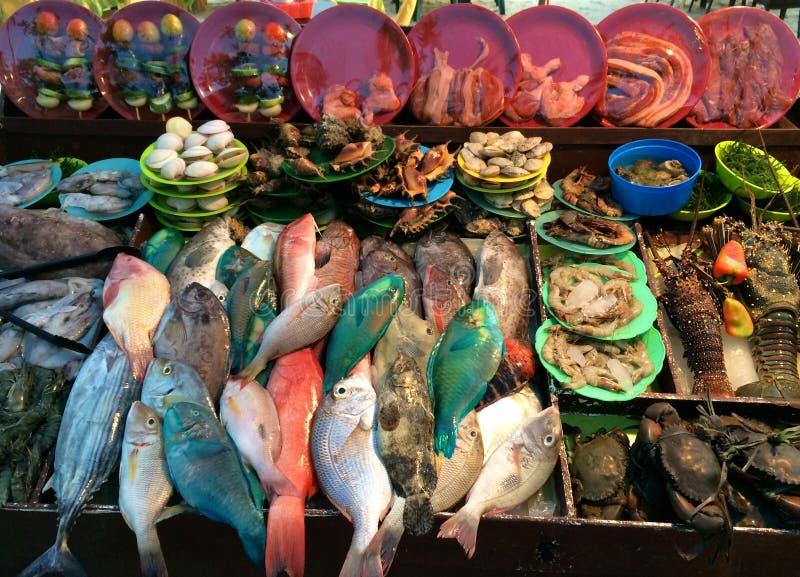 Fiskmarknad, Alona Beach, Panglao Filippinerna arkivbild