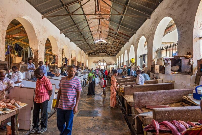 Fiskmarknad i stenstaden, Zanzibar, Tanzania arkivbilder