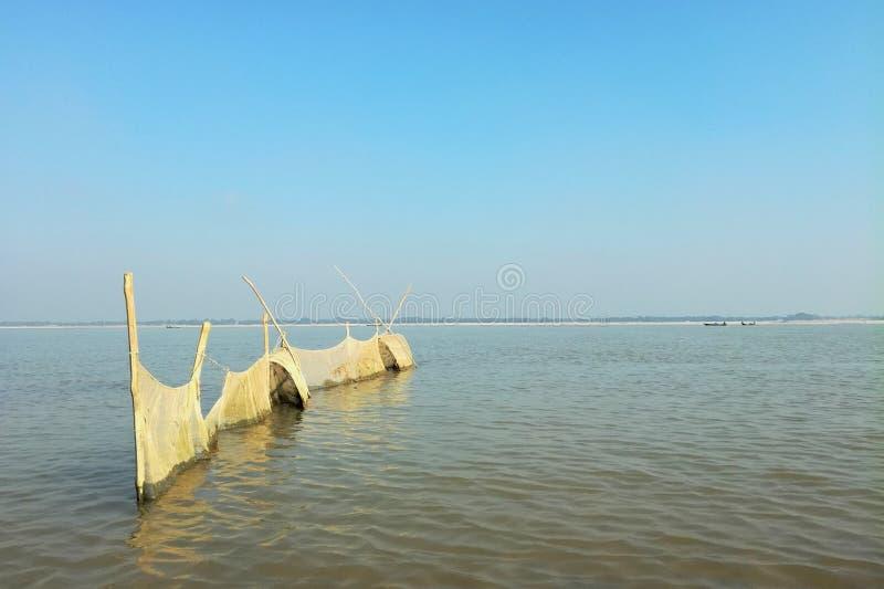 Fisknät på padmafloden, Bangladesh arkivbild
