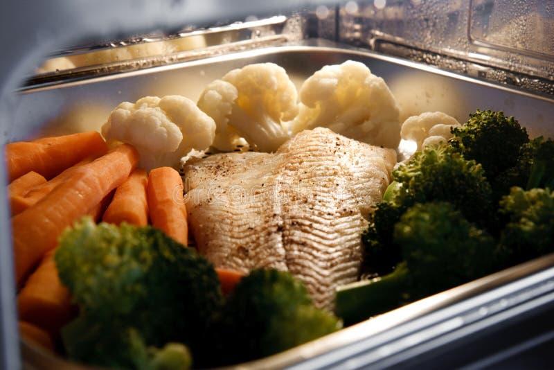 fiskströmgrönsaker royaltyfria bilder