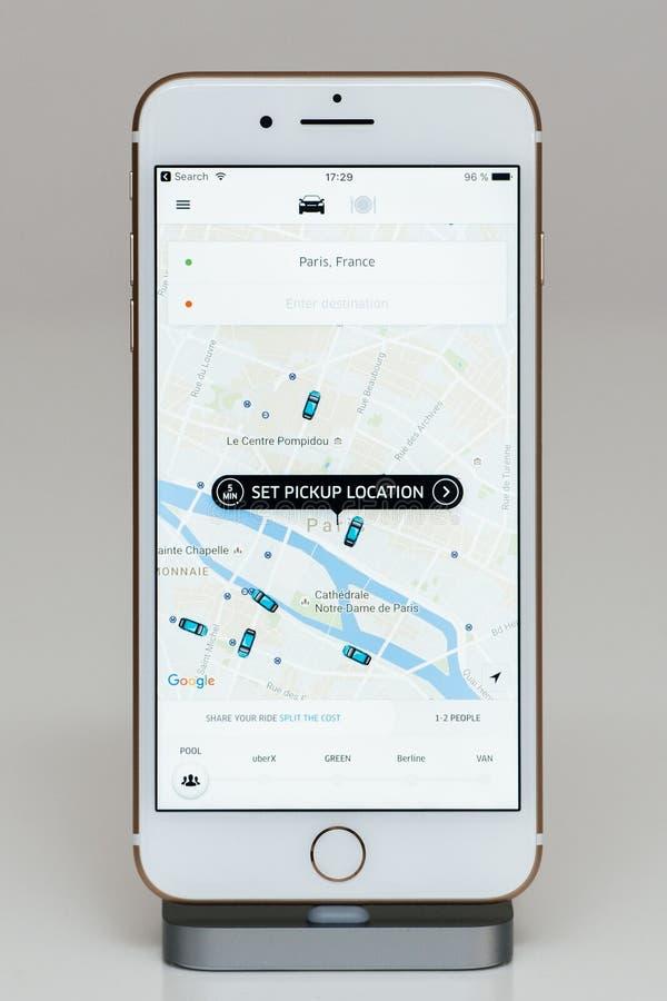 Fissi la posizione della raccolta sul iPhone 7 più il software applicativo fotografie stock libere da diritti