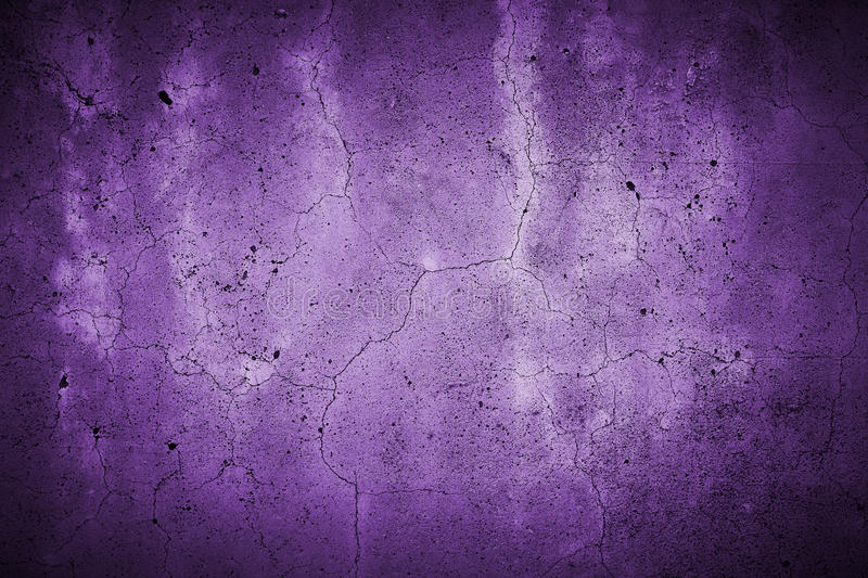 Fissured concrete wall gpurple stock images