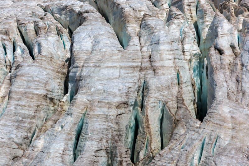 Fissures dans le petit glacier d'Azau sur le mont Elbrouz photos libres de droits