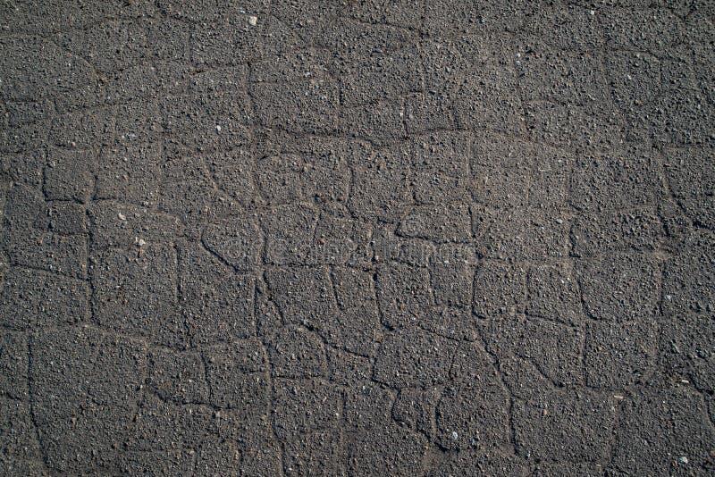 Fissures de trottoir, texture criquée de route photo stock