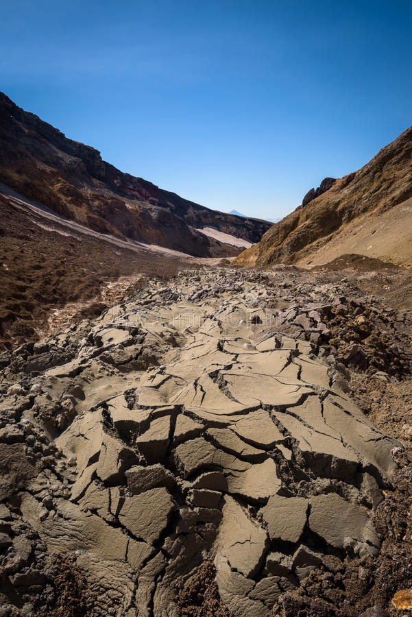 Download Fissures En Collines Arénacées Sur Le Volcan De Mutnovsky Image stock - Image du rocheux, gorge: 76087793
