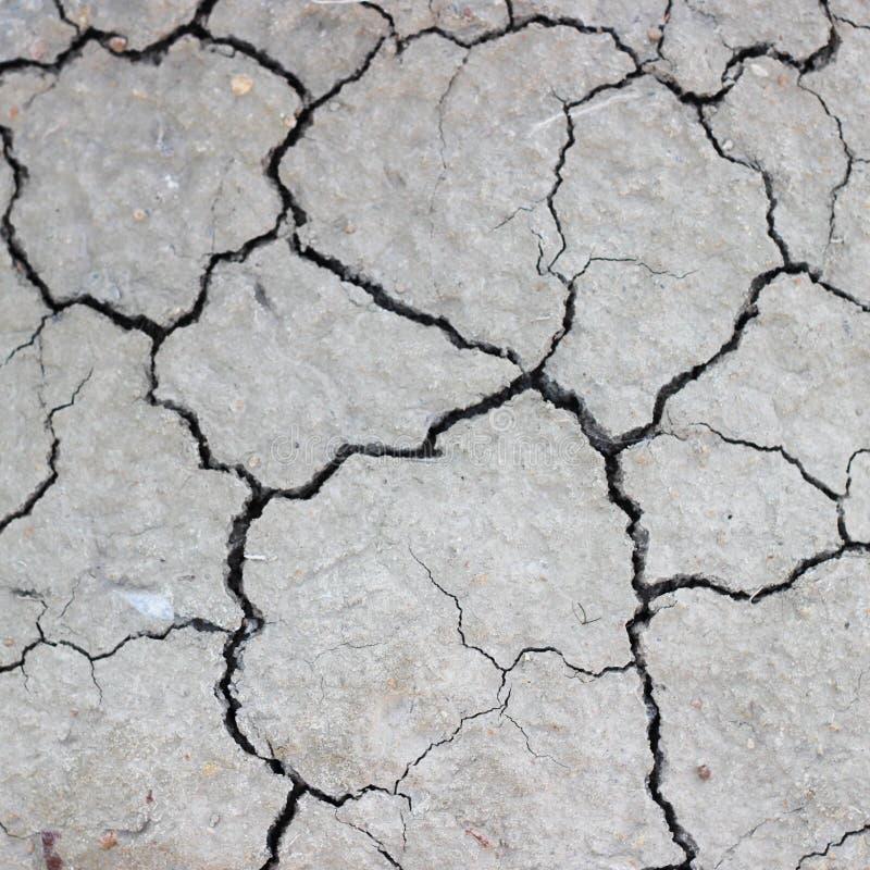 Fissures sur la terre sèche photographie stock
