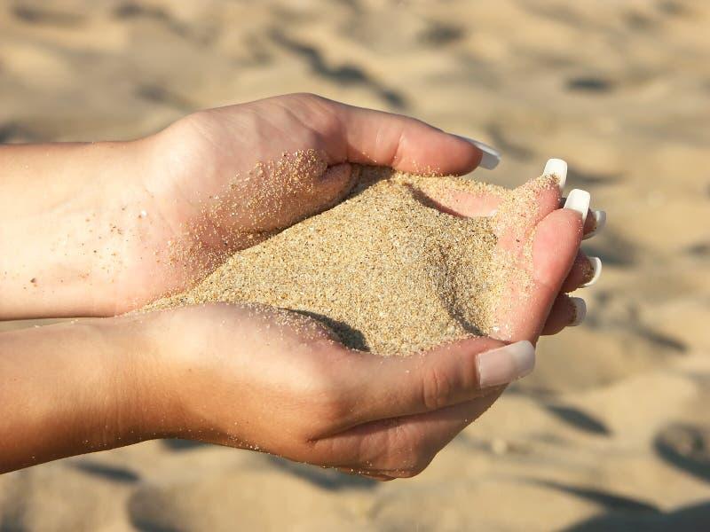 Fistful de la arena fotografía de archivo libre de regalías