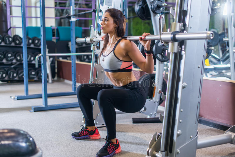 how to use smith machine squat
