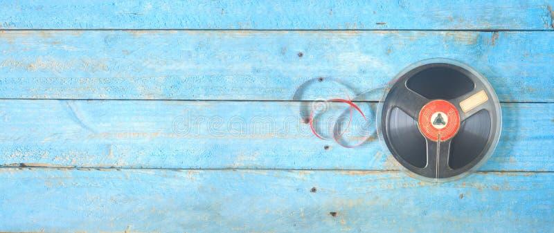 Fita bobina a bobina do vintage no carretel, panorâmico foto de stock