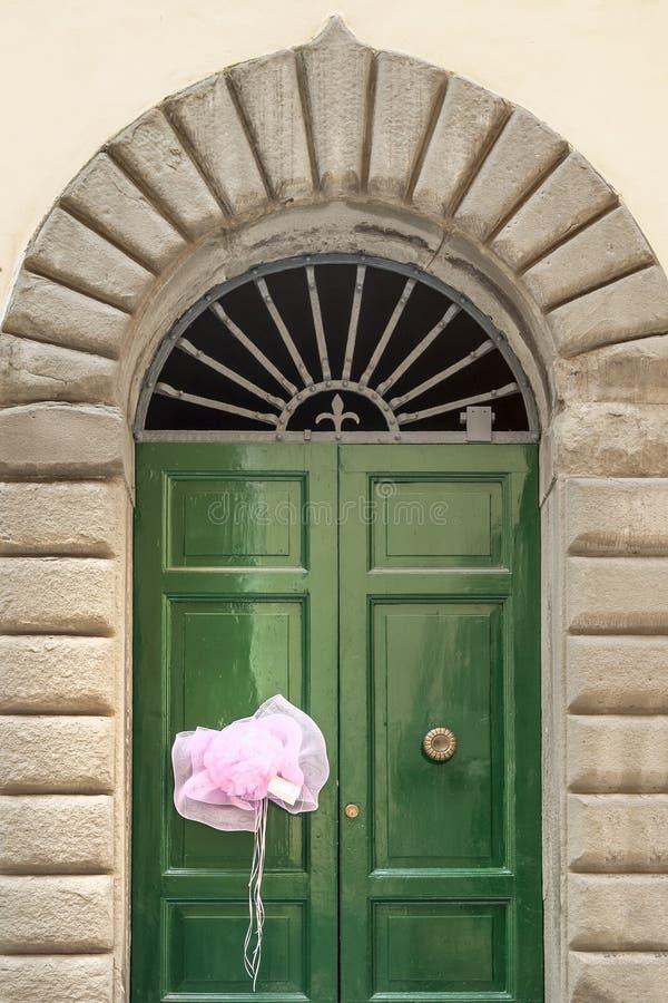 Fita recém-nascida cor-de-rosa da menina, Lucca, Toscânia, Itália fotos de stock royalty free