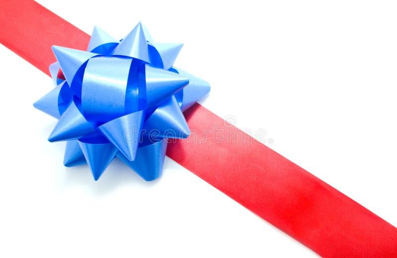 Download Fita Vermelha Com Uma Curva Azul Foto de Stock - Imagem de christmas, feriado: 12800272