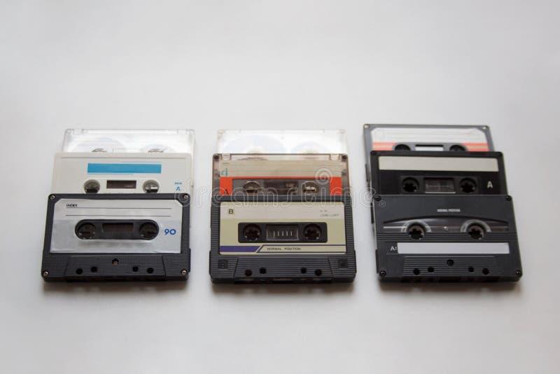 Fitas retros da cassete áudio no fundo branco foto de stock royalty free
