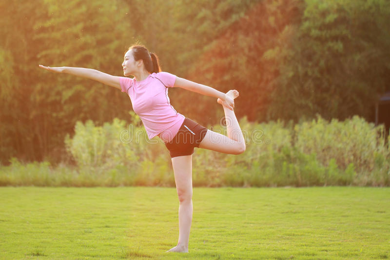 Fitness Asian Chinese woman do yoga royalty free stock photos