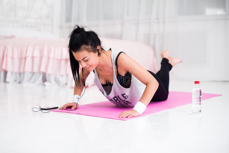 Fitness de sport modelmeisje van de atleten sportief vrouw royalty-vrije stock foto's
