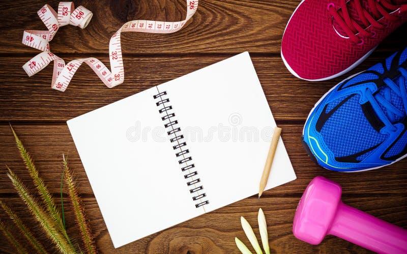 Fitness, gezonde en actieve levensstijlenconcept, sportschoenen, dum stock foto