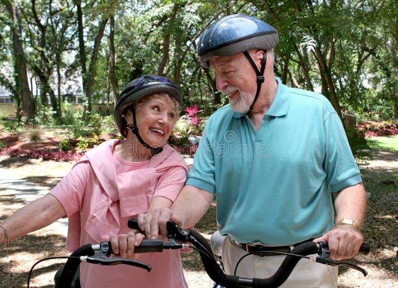 fitness zabawy fizycznej seniorzy zdjęcia royalty free